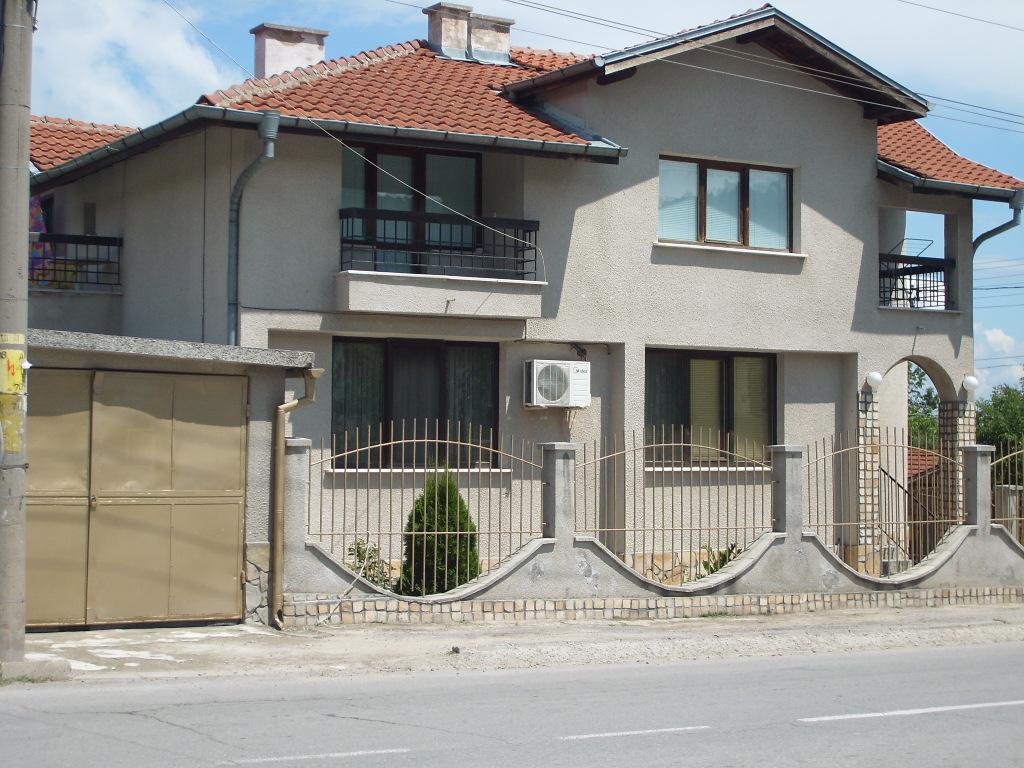 Villa Crown , Raduil